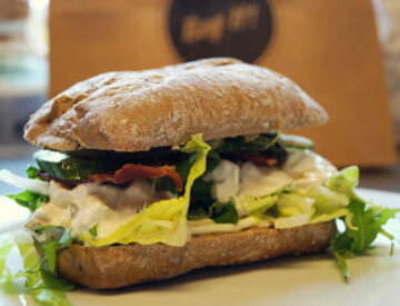 Meineche´s kyllingesalat bacon agurk og salat